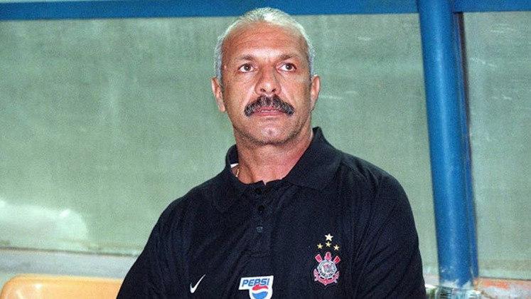 Júnior - Corinthians - 2003: Uma semana. Esse foi o período de Júnior como treinador do Corinthians. Ele assumiu o comando em outubro de 2003. Após perder por 3 a 0 para São Caetano e São Paulo, o ex-lateral da Seleção Brasileira pediu demissão.