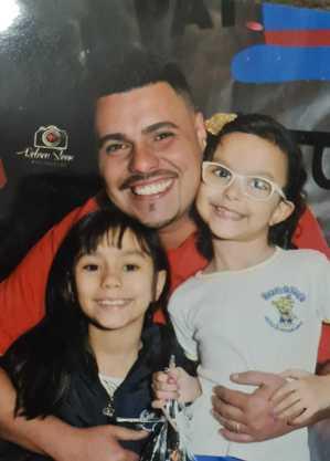 Valdomiro e suas filhas, Julia e Kamilly