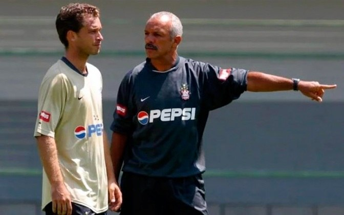 Júnior - Treinou o Corinthians em outubro de 2003 - 2 jogos