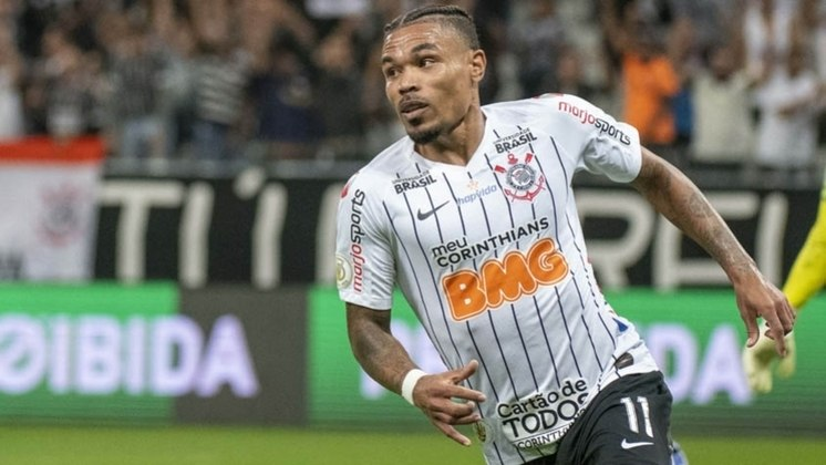 Júnior Urso (32 anos) - Clube: Orlando City - Posição: volante - Valor de mercado: 1,6 milhão de dólares