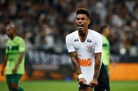 Júnior Urso marcou aos 42 minutos do segundo tempo