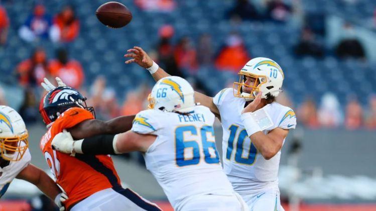 Justin Herbert: mais passes para touchdown por um QB calouro, com 31, batendo recorde de Baker Mayfield em 2018, que era de 27. O jovem quarterback, formado na Universidade de Oregon, ainda teve cinco TDs terrestres para completar seus incríveis números.