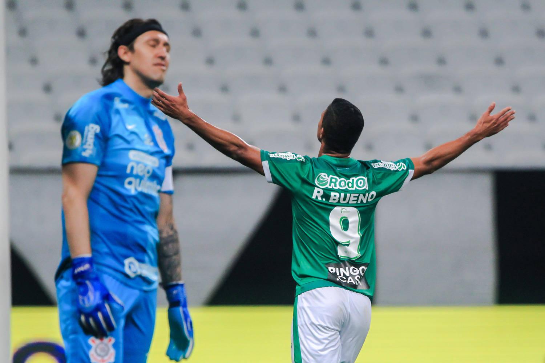 Rodrigo Bueno marcou um e ainda acertou o travessão de Cássio. Juventude muito melhor