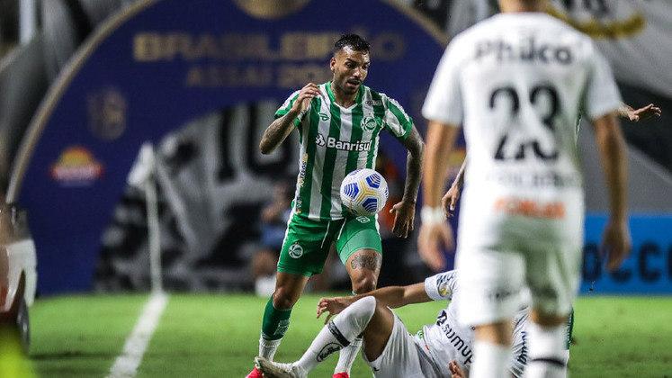 JUVENTUDE - A estratégia defensiva funcionou e o atacante Wescley foi importante para segurar a bola no ataque em alguns momentos e evitar o abafa do Santos.