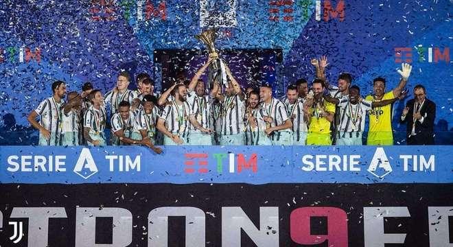 """a celebração do """"scudetto"""" da Juve, num estádio sem platéia"""