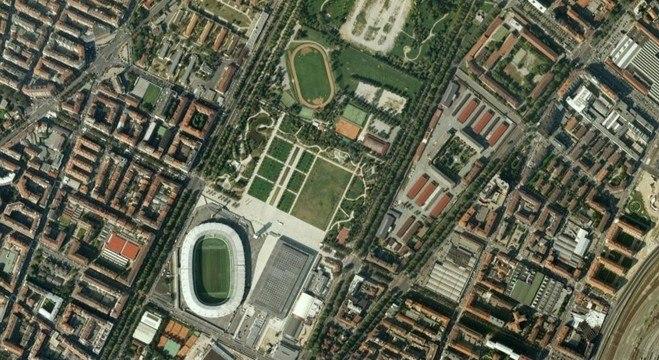 Abaixo, o Olímpico de Turim e, acima, o parque do estádio antigo
