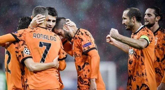 A celebração do triunfo da Juventus em Budapeste