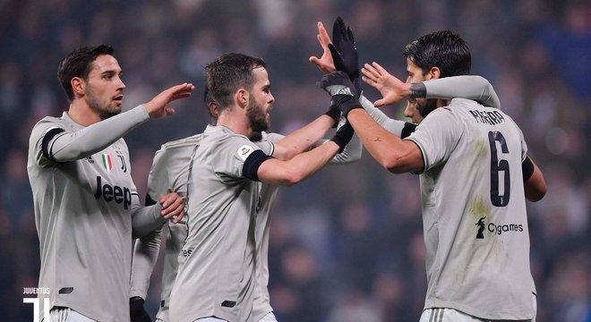 Juve 1 X 0 Sassuolo, os aplausos dos companheiros a Khedira