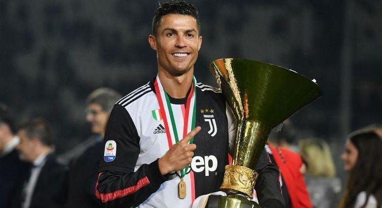 Cristiano Ronaldo com a taça do enea, adeus ao sonho do deca