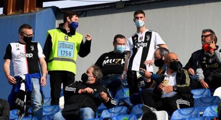 """Um detalhe dos """"tifosi"""" da Juve no MAPEI Stadium"""