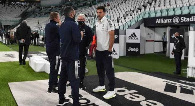 Dia 4 de Outubro, Buffon espera pelo Napoli, que não apareceu para jogar