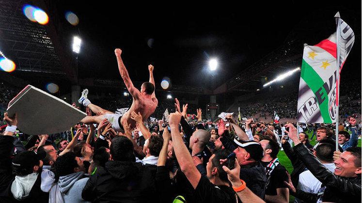 Juventus - Na temporada 2011/12, a Velha Senhora conseguiu 23 vitórias e 15 empates e se consagrou campeã invicta do Campeonato Italiano