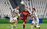 Já a Roma venceu a eneacampeã Juventus de virada, por 3 a 1, ficando com a quinta colocação, com 70 pontos. Os gols foram marcados por Kalinic e Perotti, duas vezes. Higuaín balançou a rede pela Juve, que encerrou a participação com 83 pontos na tabela