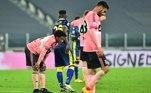 A Juventus arrancou um empate em 1 a 1 com o Verona no fim do jogo, dentro de casa, em partida válida pela quinta rodada do Campeonato Italiano. Com o resultado, a equipe de Turim ficou a três pontos do líder MilanLancellotti:À espera do Barça na 'Champions' , a Juve só empata com o Verona