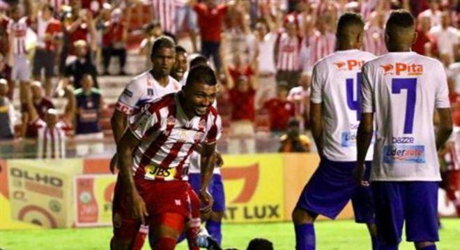 K9 anotou dois gols na partida, os primeiros em seu retorno, ajudando o Timbu a ocupar a liderança do Pernambucano
