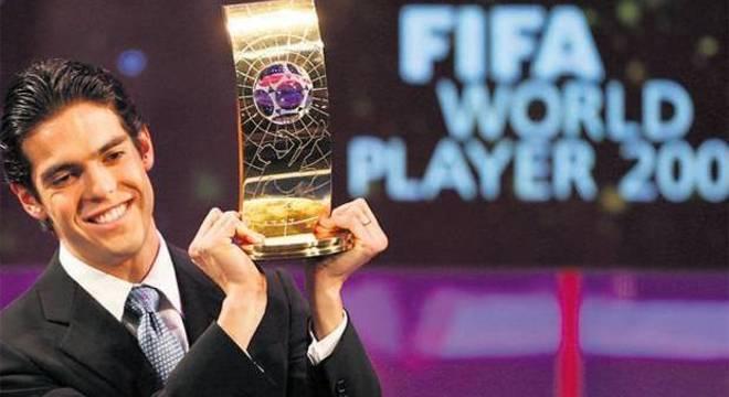 Kaká traria à CBF a aura da vitória. Foi o último brasileiro melhor do mundo