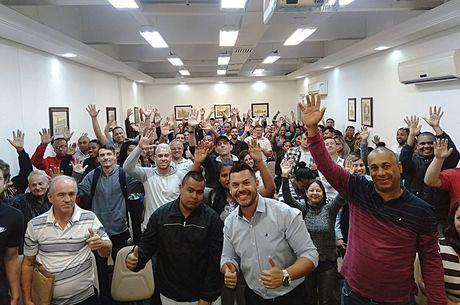 D'Ávila (centro) não cobra nada por esse trabalho