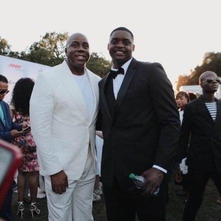 O jogador, que sonha em ser profissional, já inspira crianças, e é reconhecido por grandes ídolos da NBA, com Magic Johnson, um dos maiores jogadores de basquete da história