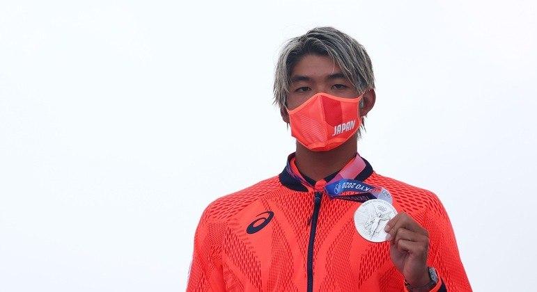 Kanoa Igarashi, algoz de Medina na semifinal do surfe, provocou brasileiros nas redes sociais