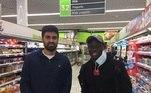 O jogador do Chelsea, N'golo Kanté é um exemplo de humildade.O francês não só se destaca pelo ótimo futebol, mas também por hábitos simples, como ele próprio fazer compras, em uma rede local de mercados