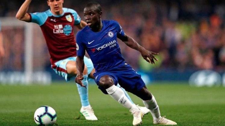 Kanté, do Chelsea, vem logo em seguida, no alto de seus 1,67m de altura.