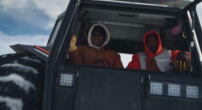 """Com o pai, Kanye West mostra suas posses em clipe de """"Follow God"""""""