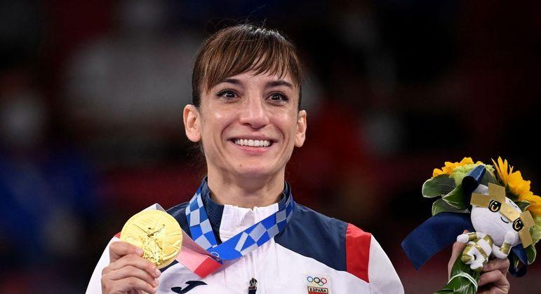 Sandra Sanchez Jaime subiu no lugar mais alto no pódio ao vencer o torneio de karatê em Tóquio