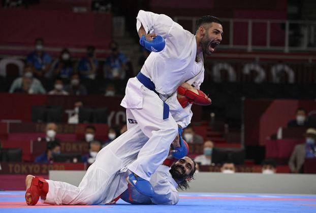 KARATÊ - O italiano Luigi Busa conquistou a medalha de ouro na categoria kumite (até 75kg). Rafael Aghayev, do Azerbaijão, ficou com a prata. O húngaro Karoly Gabor Harspataki e o ucraniano Stanislav Horuna completaram o pódio e ficaram com o bronze.