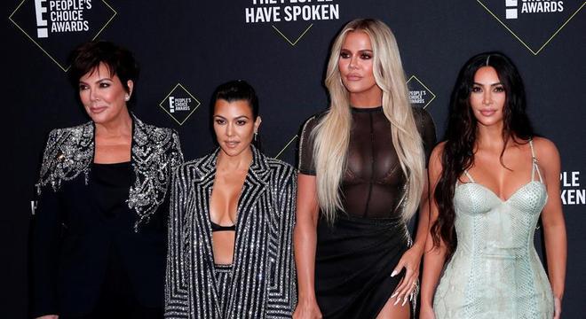 Kris Jenner e as três filhas: Kourtney, Khloe e Kim Kardashian