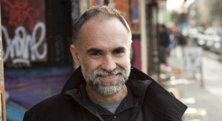 Novo longa de diretor Karim Aïnouz resgata história de amor dos pais