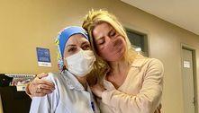 Após polêmica sobre vacina, Karina Bacchi volta ao posto e tira dúvida
