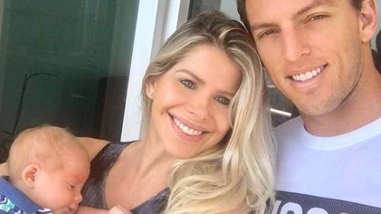 Karina Bacchi e Amaury Nunes estão juntos há dois anos e já tiveram um filho juntos.