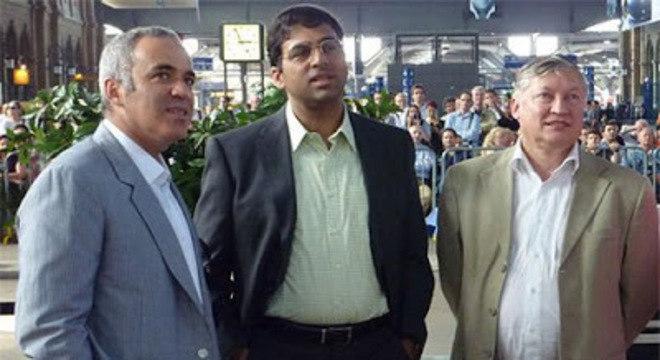 Kasparov, Anand, e o ex-campeão Anatoly Karpov
