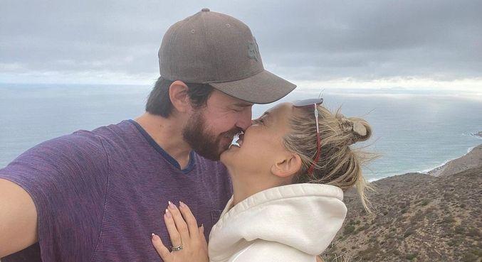 Kate Hudson está noiva de Danny Fujikawa, com quem está junto desde 2017