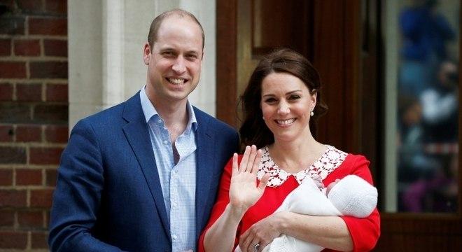 Duquesa Kate Middleton e príncipe William apresentaram seu terceiro filho