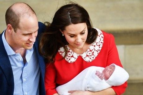 Kate e William apresentam filho caçula