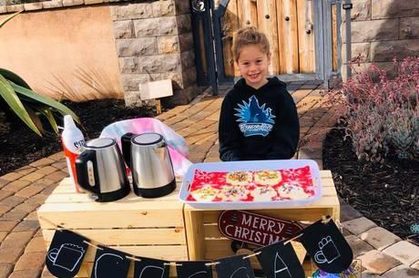 Katelynn Hardee vendeu biscoitos e chocolate quente