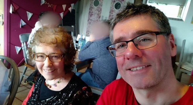 Andrew Webb: 'A última vez que vi pessoalmente a minha mãe foi neste encontro, 6 dias antes de ela sofrer um ataque cardíaco'