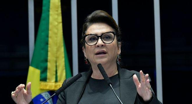 Kátia Abreu, internada com covid-19, mostra evolução positiva