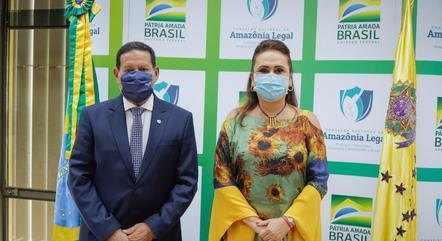 Na imagem, Hamilton Mourão e Kátia Abreu