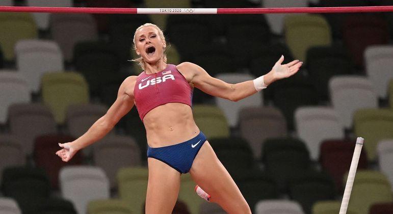 Katie Nageotte saltou mais de 4,90 m e conquistou a medalha de ouro em Tóquio 2020