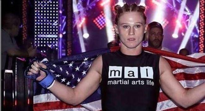 Katy Collins foi uma lutadora do Bellator, de apenas 32 anos, e tinha sido internada na última sexta-feira (20)