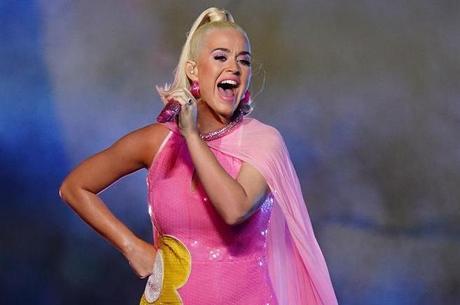 Katy Perry adia novamente o casamento