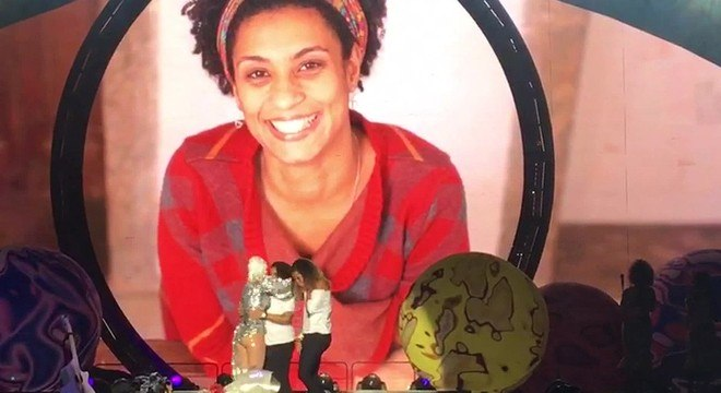 Anielle e a filha de Marielle, Luyara, em homenagem prestada pela cantora Katy Perry