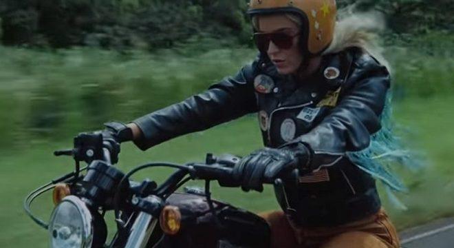 "Katy Perry está toda motoqueira no clipe da nova ""Harleys in Hawaii"""