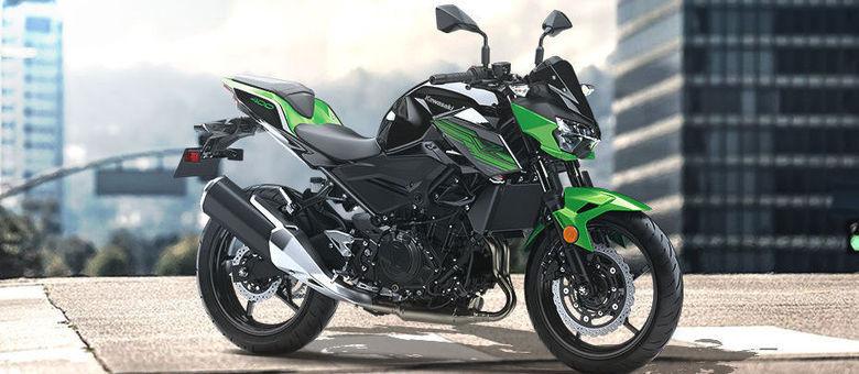 Z400 é um modelo mundial e exibe a tradicional carenagem esportiva dos modelos Kawasaki