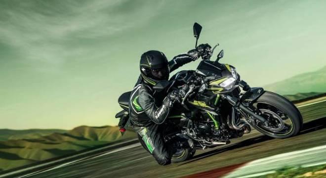 kawasaki Z 650 é daquelas motos polivalentes. Boa na cidade, boa na rodovia, boa para track day