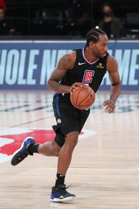 Kawhi Leonard (Los Angeles Clippers) 9,0 - O astro liderou o Clippers em pontos, rebotes e assistências na vitória sobre o Dallas Mavericks. Acertou apenas um dos sete arremessos de três, porém