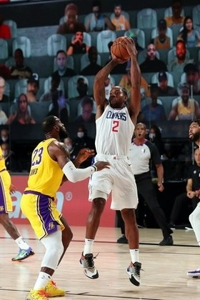 Kawhi Leonard (Los Angeles Clippers) cometeu duas faltas rapidamente no primeiro período, mas voltou com tudo no segundo quarto e conseguiu diminuir larga diferença para apenas dois antes do intervalo. Leonard finalizou com 28 pontos