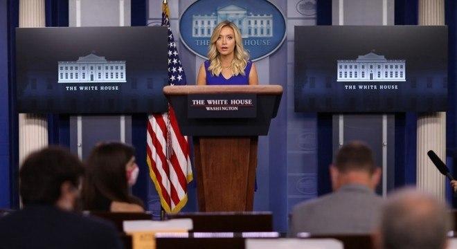 Kayleigh McEnany, porta-voz de Trump, defendeu abertura das escolas em setembro
